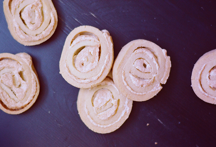 Jitterbugs - Shortbread & Meringue Cookies via bananabloom.com