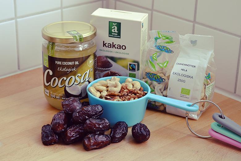 Raw Chocolate Caramel Bites // bananabloom.com
