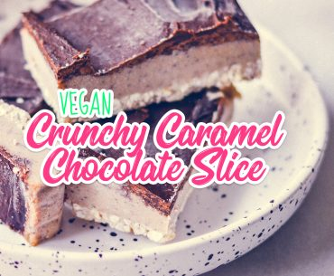 Crunchy Caramel Chocolate Slice | http://BananaBloom.com